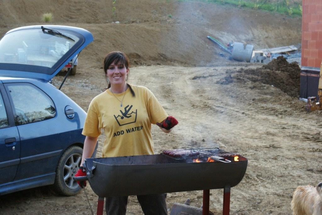 Marie au barbecue fabriqué par Jean Loup