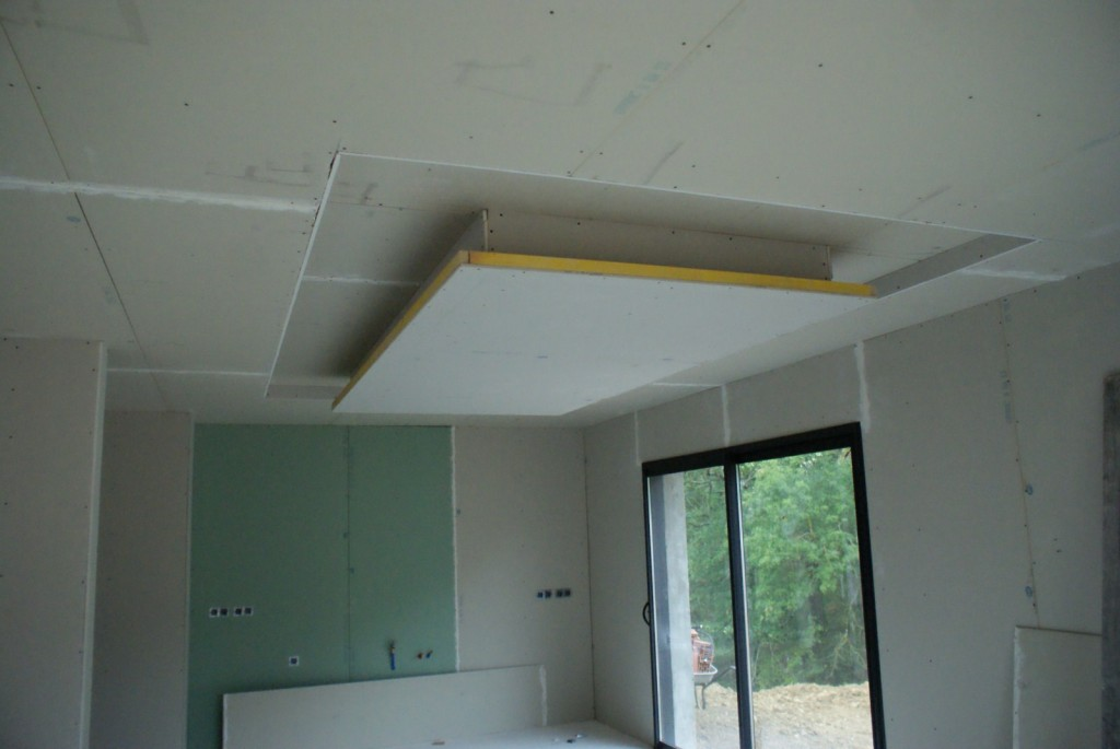 Finitions nous voil la maison de marie tom for Ba13 plafond cuisine