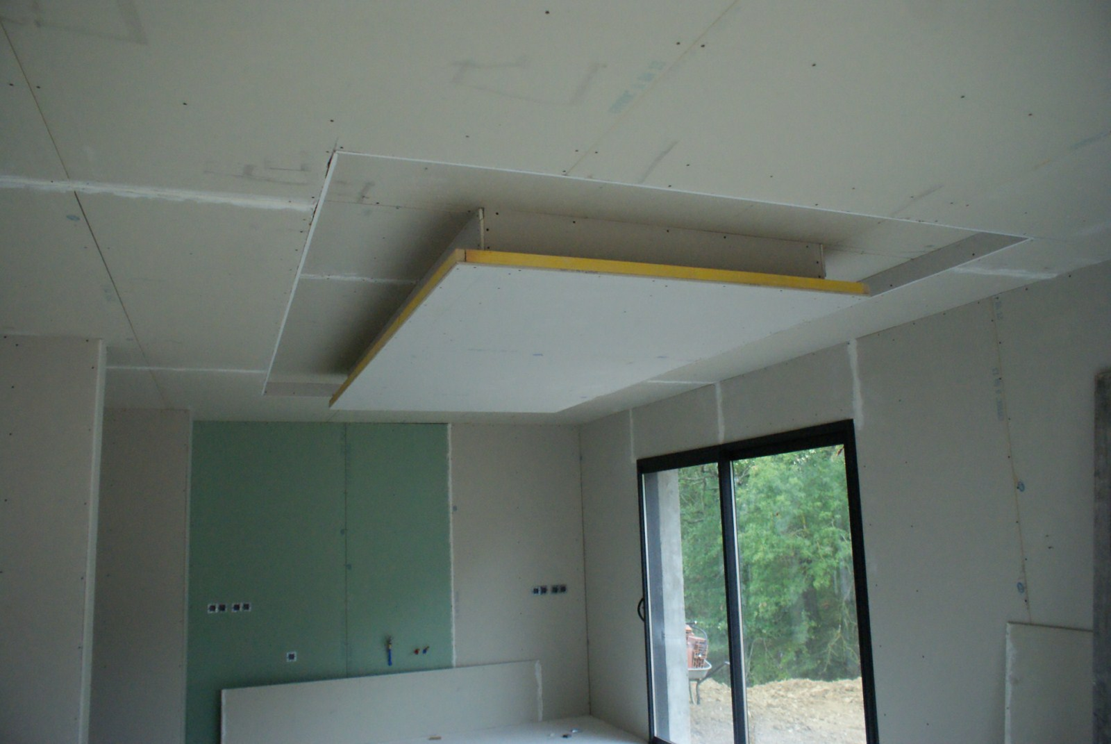 Finitions nous voila la maison de marie tom for Plafond de cuisine design